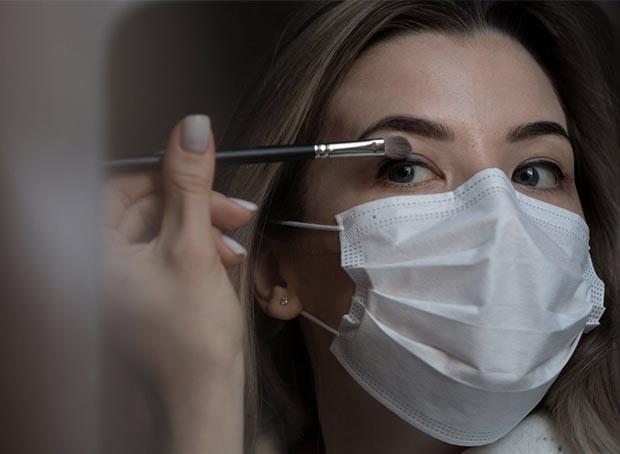 Se maquiller avec le masque... oui c'est possible !